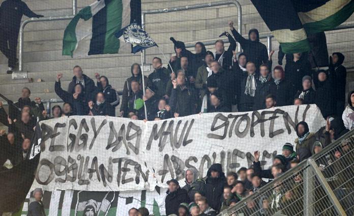 Vermummte Hooligans überfallen Münster-Fanbus | liga3 ...