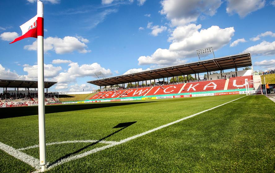 FSV Zwickau: Neues Stadion besteht Feuertaufe | liga3 ...