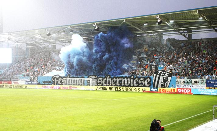 Chemnitzer FC: Pyroshow beschädigt LED-Leinwand | liga3 ...