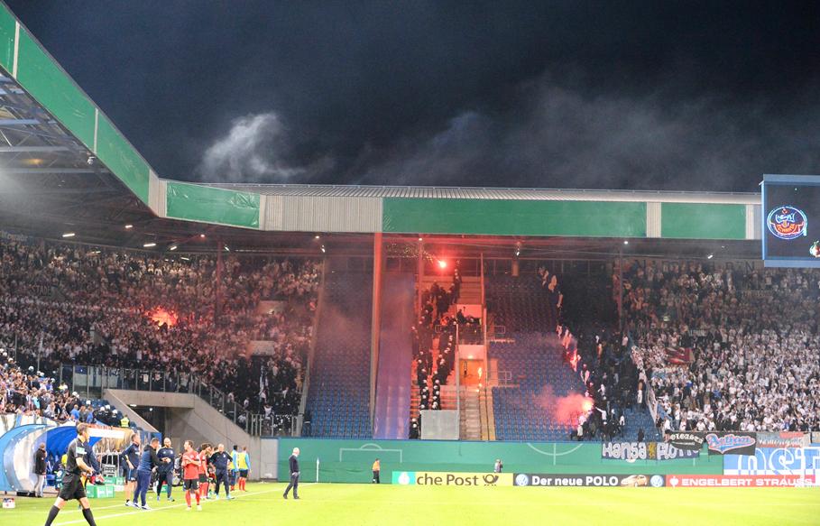 Hansa-Pokalspiel gegen Hertha von Pyro-Eklat überschattet ...